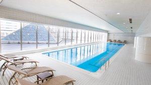 品川プリンスホテル、スタイルに合わせて選べる3つの室内プール付きプランを販売